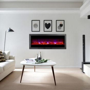 شومینه دیواری برقی چدنی در اتاق نشمین سفید